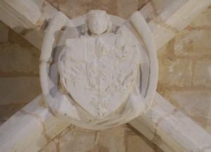 Clef-de-voute aux armes de Pierre de Combarel. Beaumont, église Notre-Dame