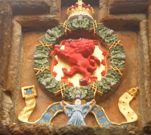 Heraldic panel at Linlithgow Palace, installed by James V in the mid-1530s, recently repainted. (© Lucinda Dean)