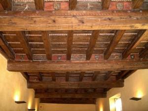 Maison des chevaliers, Pont-Saint-Esprit, Gard, France. Plafond peint de la salle d'apparat du rez-de-chaussée, XVeme siècle (photo: Garrigou, wikiCommons)