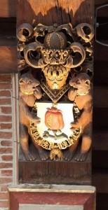 semelle de poutre aux Armes de Grenade dans l'hôtel de ville d'Audenarde