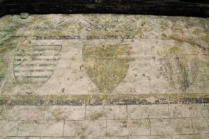 Décor héraldique, fin XIIIème-début XIVème siècle. Hôtellerie de l'abbaye de Nanteuil-en-Vallée, Charente (cliché : Matteo Ferrari, ArmmA)